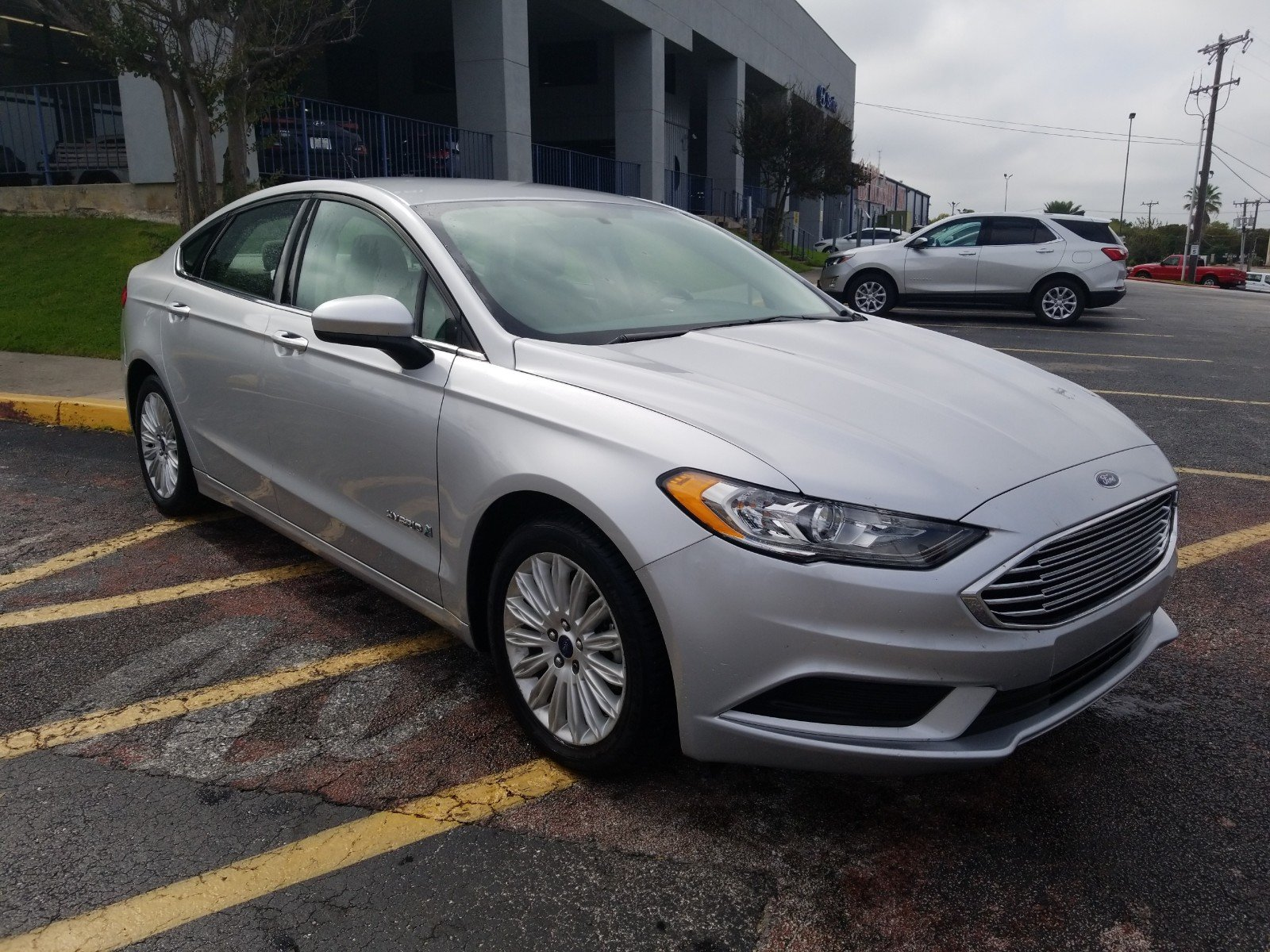 Certified pre owned 2017 ford fusion hybrid se